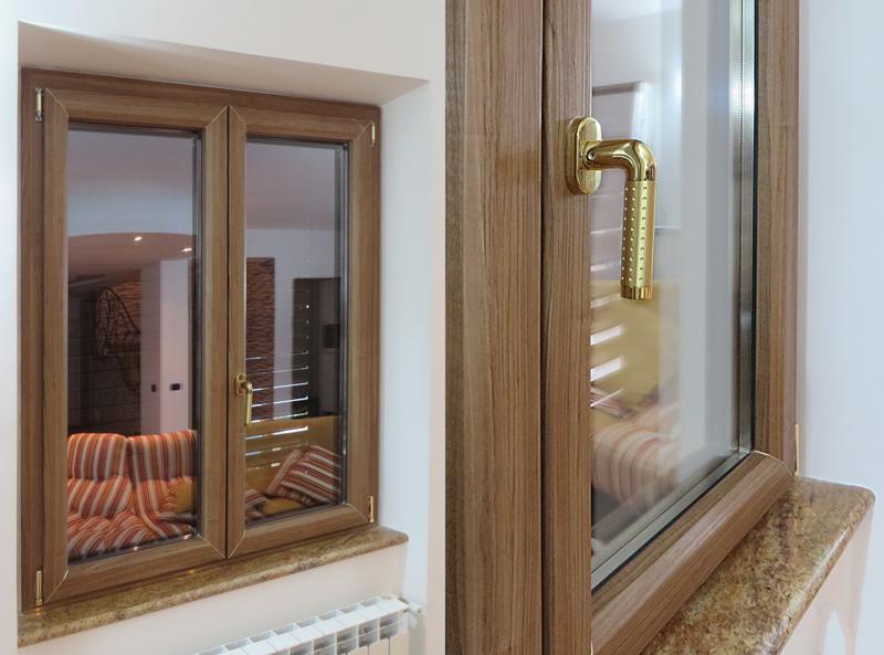 Finestra interno legno esterno alluminio